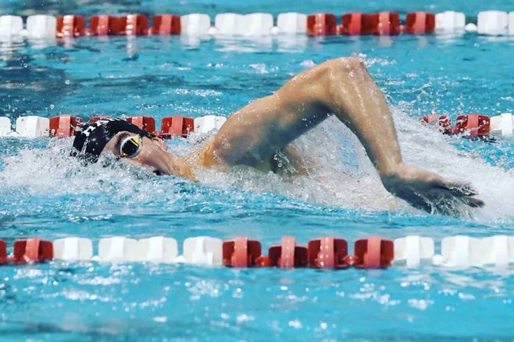 Novak breaks Harvard swimming record